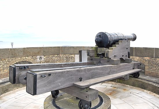 Dymchurch, UK: 24 Pounder Cannon on the roof