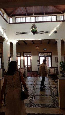 Al Maha, A Luxury Collection Desert Resort & Spa: Entrance foyer
