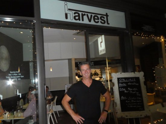 Coolum Beach, Australien: Proud owner at Harvest entrance