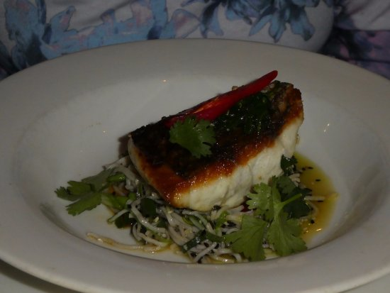 Coolum Beach, Australien: Barramundi with soba noodles