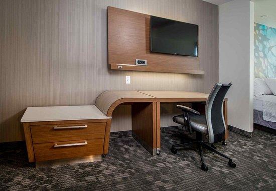 Shippensburg, Pensilvania: Guest Room Work Desk