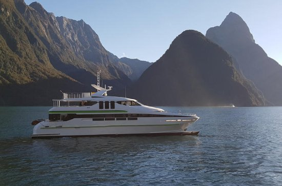 Milford Sound Full-Day Tour from Te ...