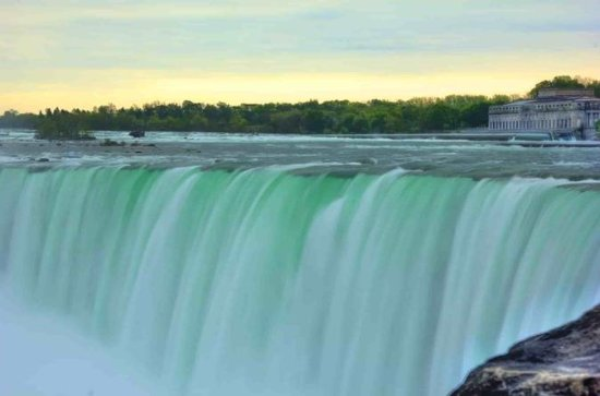 Niagara Falls Luxury Bus Tour, Lunch, and Cruise from Toronto