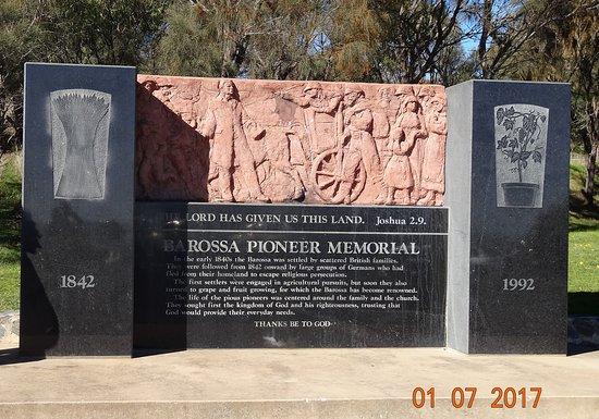 Angaston, Австралия: Pioneer Memorial at Menglers Hill Lookout