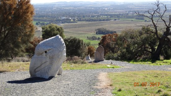 Angaston, Avustralya: Rock carving at Menglers Hill Sculpture Park