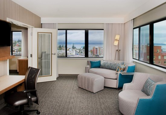 Everett, WA: King Suite