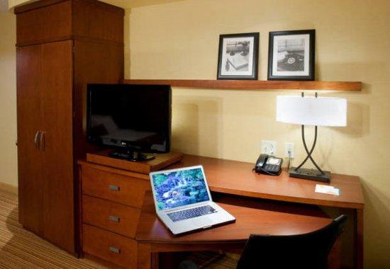 Bristol, VA: Guest Room Work Desk