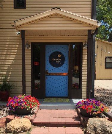 Dandelion Inn : The front door on 2nd Street