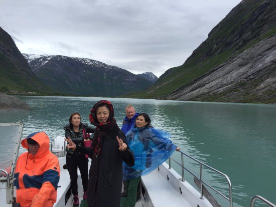 Sogndal Municipality, Norveç: the ferry to and from the glacier from the parking (one way possible)