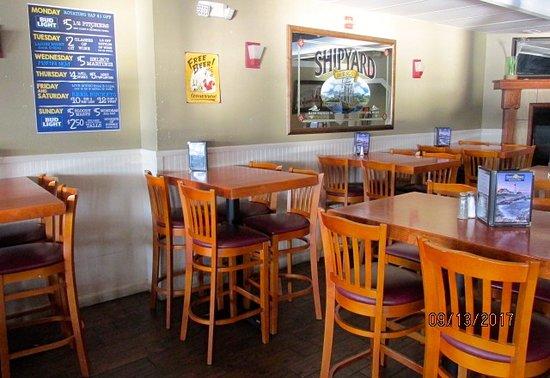 Brewer, Maine: Bar area