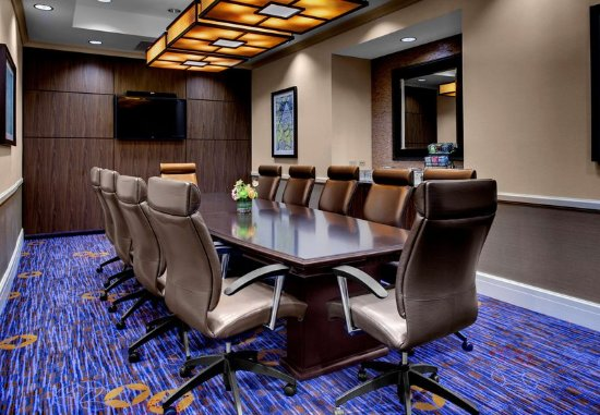 Decatur, GA: Oakhurst Executive Boardroom