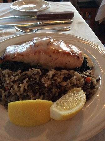 Mission Ranch: Salmon with wild rice and spinach