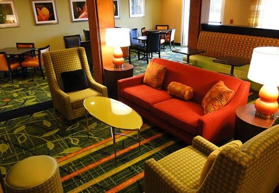 Fairfield Inn & Suites San Antonio Boerne: Lobby Sitting Area