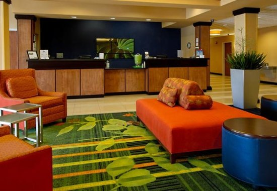 Fairfield Inn & Suites San Antonio Boerne: Front Desk