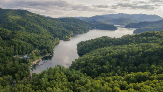 Topton, Северная Каролина: A high angle shot of the western end of Lake Nantahala & the Marina
