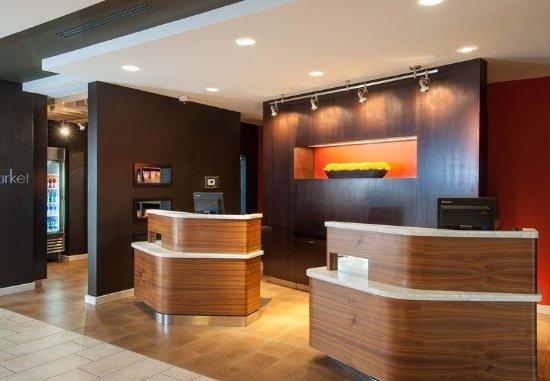 Mankato, MN: Welcome Pedestals