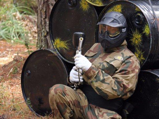 Tuggeranong, Australia: Hiding behind an object during a game