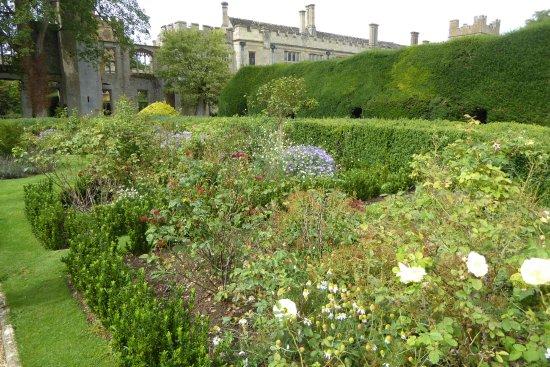 Winchcombe, UK: スードリー城のお庭