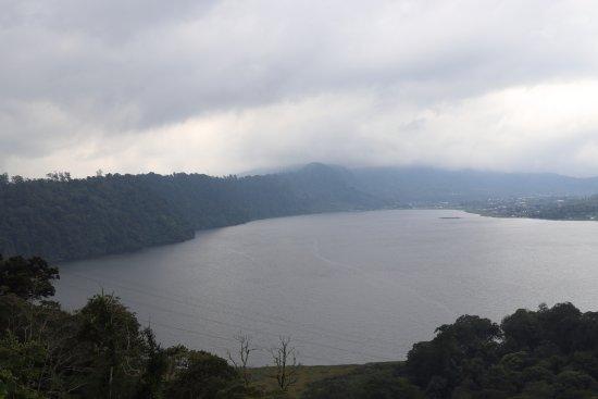 Tanjung Benoa, Indonesia: Lake near Ulundanu Temple