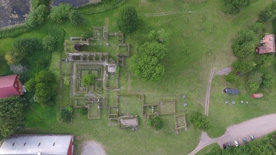 Alvastra Klosterruin: Фото всего аббатства с воздуха