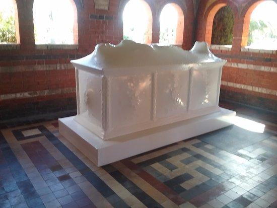 Lidcombe, Australia: Work of art within another mausoleum.
