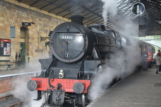 North Yorkshire Moors Railway: Locomotive arriving at Pickering