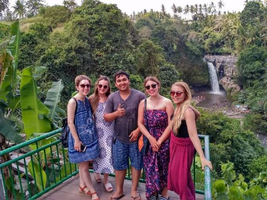 Mas, Indonesia: Melissa and friends from Uk at waterfall