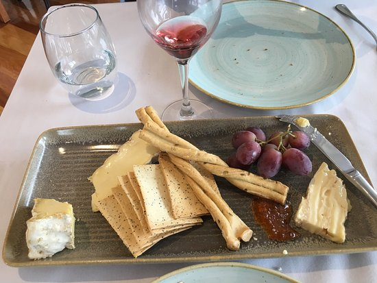 Coldstream, Avustralya: Cheese Platter - all locally produced and were delicious!