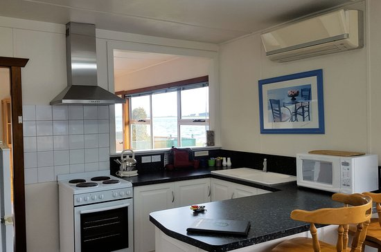 Stanley, Avustralya: The Anchorage 2 bedroom cottage kitchen