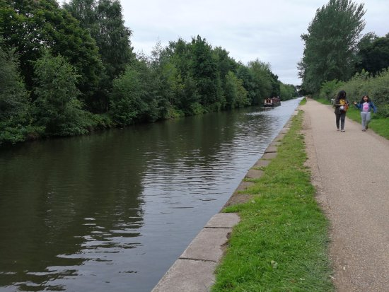 Salford, UK: Waterway bordering the park