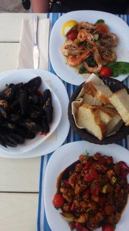 Caprese salad and proscuitto plate - Foto di Konoba Portun ...