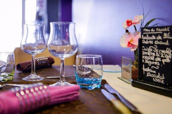 Nissan-lez-Enserune, France: Table du Restaurant O'33 à Nissan-Lez-Ensérune - Restaurant 3 cocottes aux Logis de France