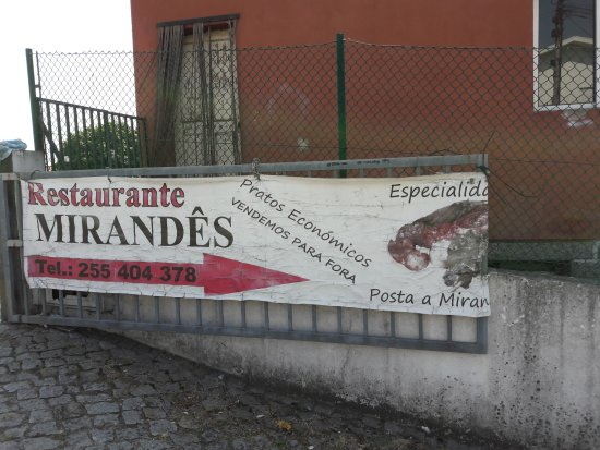 Felgueiras, Portugal: Entrée  parking