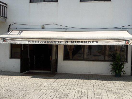 Felgueiras, Portugal: Entrée côté  parking