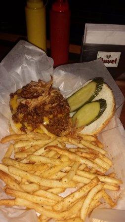 Frankie's Bar & Grille : Great Burger