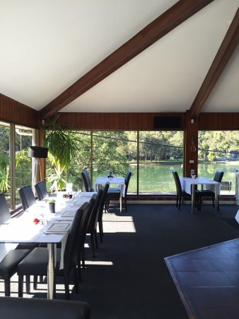 Woronora, Australia: Front of restaurant, water views