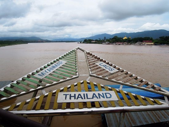 Chiang Saen, Thailand: The sign explains where exactly you are looking over the Mekong River