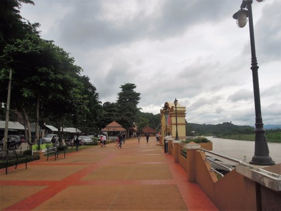 Chiang Saen, Thailand: The Mekong River bank in Thailand, Golden Triangle