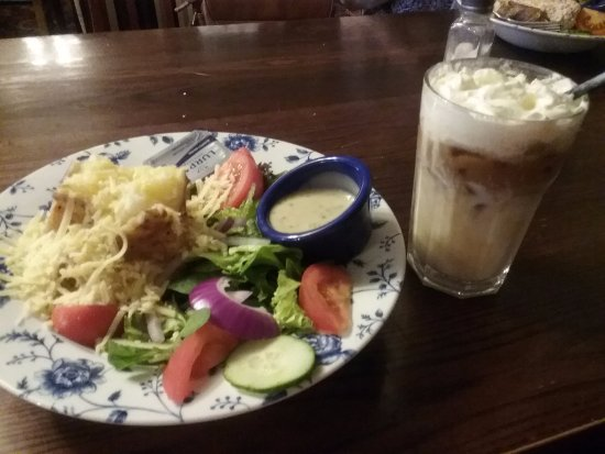 Foley Arms Hotel: Jacket potato with cheese & salad with iced coffee...yum 😊