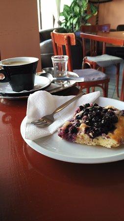 Restaurace A Kavarna Pod Vezi: coffee and cake