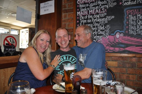 Randburg, Sør-Afrika: Lyn, Stephen and Geoff Leader enjoying a great meal at Cesco's