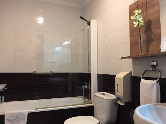Cuarto de Baño completo en todas las Habitaciones: fotografía de ...