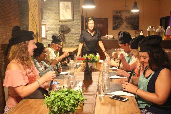 Maret, Thailand: Making the cocktail
