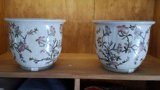 Hermanus, Sudáfrica: Porcelain pots.