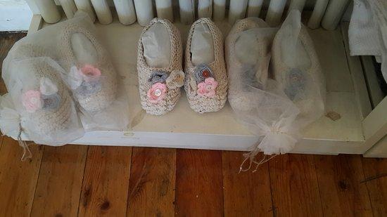 Hermanus, Sudáfrica: hand crocheted slippers made locally.