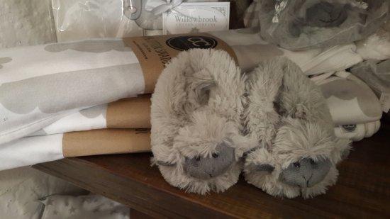 Hermanus, Afrika Selatan: Cutest sheep slippers for babies. Cotton blankets.
