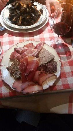Chez Rosito: Assiette de charcuterie corse -- ganz leichte Küche