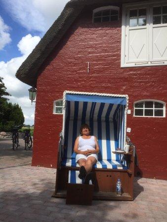 Inselhotel Arfsten: Strandkorb in dem man den kostenlosen Afternoon Tea zu sich nimmt