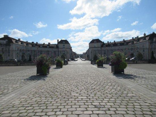 Commercy, Frankreich: en direction de la place...