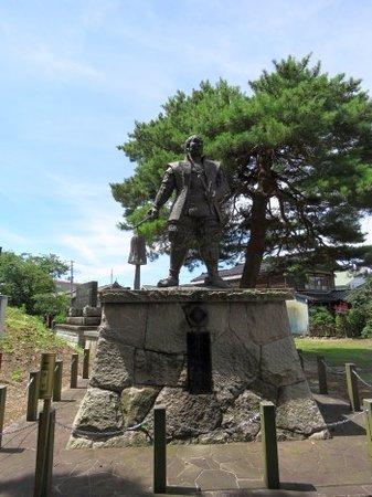 Hori Naoyori Statue